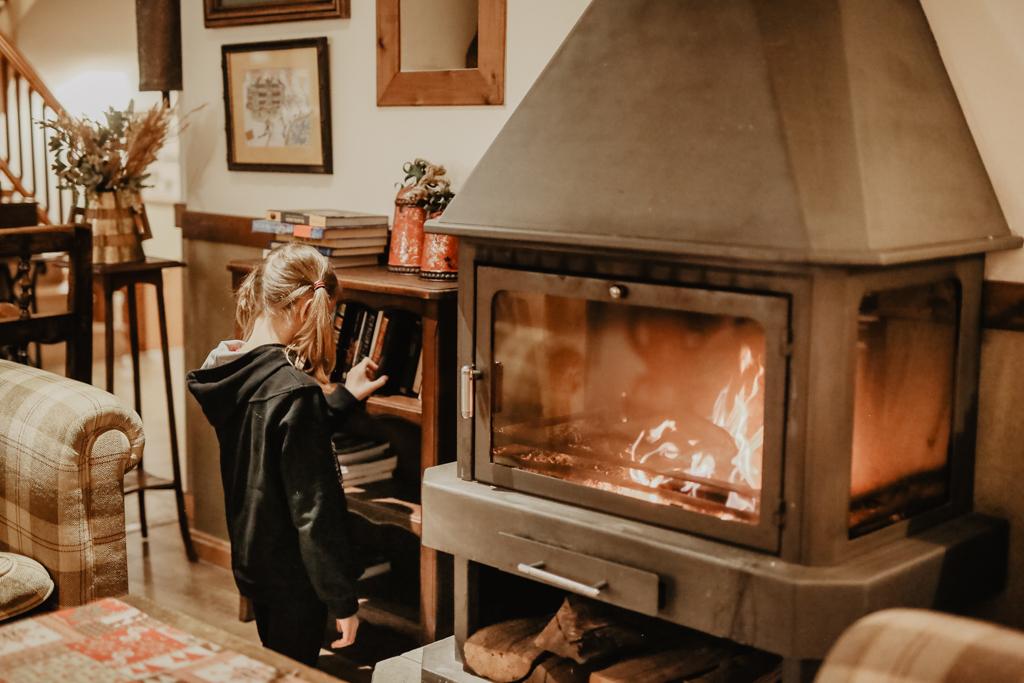 Salón café chimenea