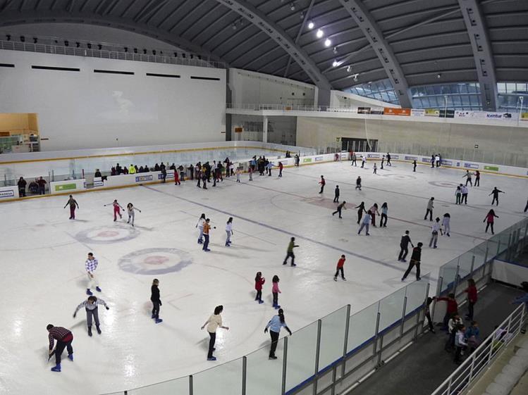 otros-patinar-sobre-hielo-jaca-pista-de-hielo-jaca